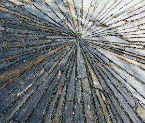Terrasse circulaire en barettes de schiste