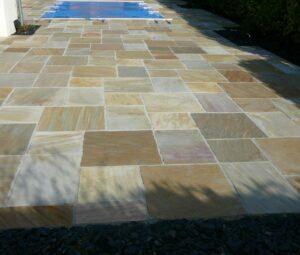Terrasse piscine en pierre de Quartzite