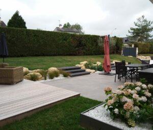 Salon de jardin et zone repas sur deux niveaux