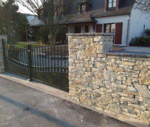 Pose de clôture pierre Saint-Sylvain d'Anjou